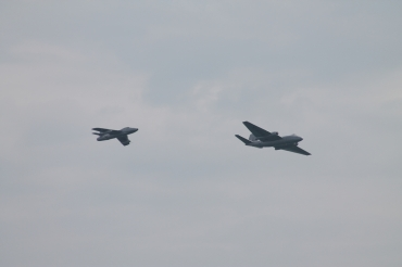 English Electric Canberra PR.9 & Hawker Hunter T.7