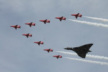 The Red Arrows & Avro Vulcan B.2