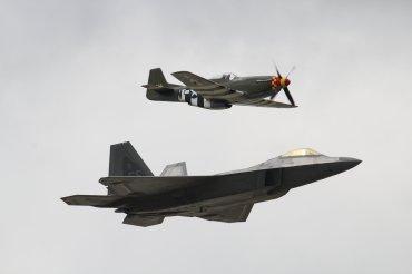 "Lockheed-Martin F-22A Raptor & North American P-51D Mustang ""Frenesi"""
